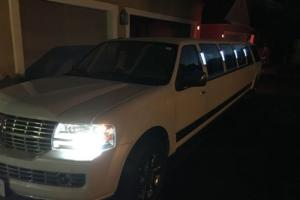 2009 Lincoln Navigator Limousine Photo
