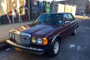 1985 Mercedes-Benz 300-Series 300D 4-door sedan