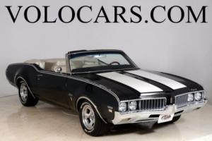 1969 Oldsmobile Cutlass -- Photo