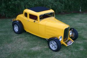 FORD 1932 5 WINDOW HOT ROD