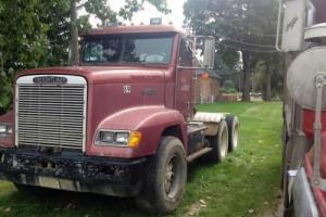 1989 Freightliner FLD 12064SD Commercial Trucks Photo