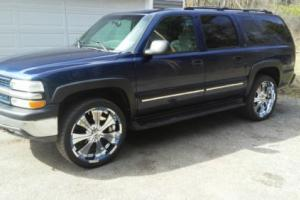 2001 Chevrolet Suburban LS Photo