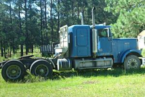 1986 Freightliner FLC12064T Sleeper Photo