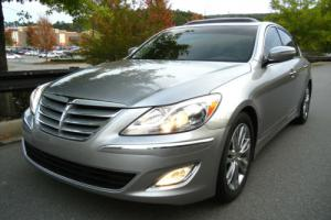 "2013 Hyundai Genesis PREMIUM PACKAGE, 500W LEXICON AUDIO, 18""wheels 49K"
