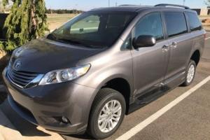 2016 Toyota Sienna XLE Photo