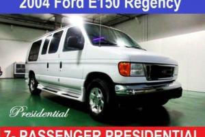 2004 Ford E-Series Van Presidential Photo