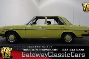 1976 Mercedes-Benz 300D -- Photo