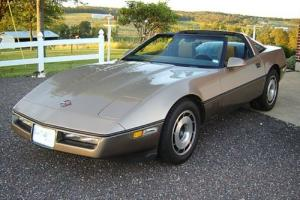 1986 Chevrolet Corvette Twin tops, original California Gold and Sun/moonroof