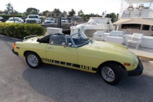1977 MG B CONVERTIBLE. VERY NICE .NEW SOFT TOP ..NO RESERVE !!