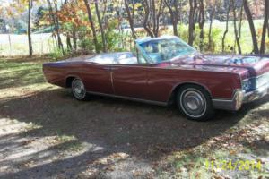1967 Lincoln Continental Photo