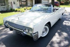 1961 Lincoln Continental SUICIDE DOOR Photo