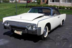 1961 Lincoln Continental Photo