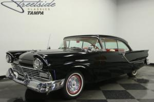 1957 Ford Fairlane Club Victoria Photo