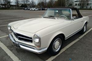 1965 Mercedes-Benz 200-Series Pagoda Photo