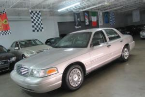 2005 Ford Crown Victoria 4dr Sedan Standard