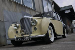 1952 BENTLEY Mark VI Rare/desirable big 4.5 engine, 4-spd, factory sunroof,