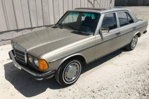 1980 Mercedes-Benz 200-Series