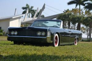 1965 Lincoln Continental Photo