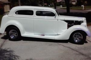 1935 Ford Tudor Photo