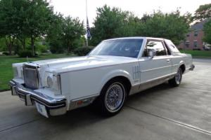 1981 Lincoln Continental Photo
