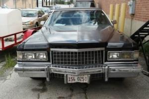 1976 Cadillac Fleetwood -- Photo