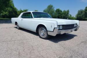 1966 Lincoln Continental Photo
