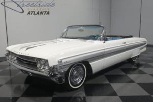 1961 Oldsmobile Starfire Photo
