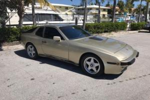 1983 Porsche 944 2dr Coupe 5-Spd Photo