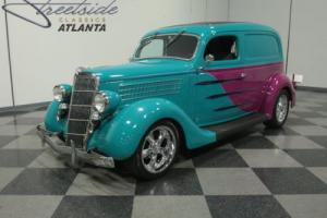 1935 Ford Sedan Delivery Photo