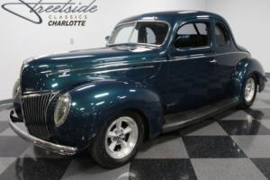 1939 Ford Deluxe Coupe Photo