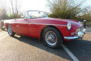 MGB ROADSTER 1968 TARTAN RED (REPAINT 2012) BLACK HIDE PIPED IN RED - STUNNING