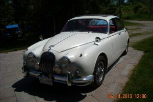 Jaguar : Other with sunroof and wire wheels Photo