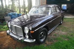 1972 ROVER 3.5 LITRE MAROON  Photo
