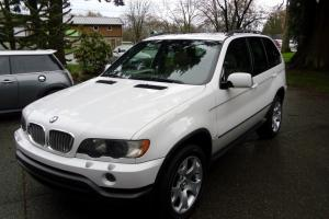 2003 BMW X5 4.4i SPORT, PREMIUM, COLD WEATHER PACKAGE. EXCELLENT
