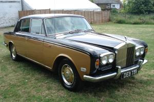 ROLLS ROYCE 1971 IN BLACK AND GOLD 1 OWNER FROM NEW