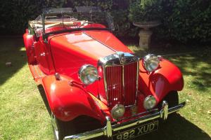 1951 MG RED  Photo