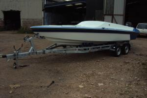 RING 21 OFFSHORE POWERBOAT WITH 225HP MERCURY ENGINE AND EXTREME TRAILER