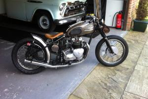 TRIUMPH OLD SCHOOL BOBBER  Photo