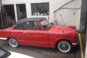 TRIUMPH HERALD 1200 RED  Photo