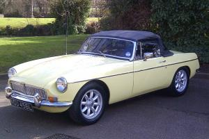 MGB GT CONVERTIBLE 1972 MELROSE YELLOW  Photo