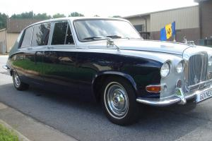 BEAUTIFUL, RUST-FREE DAIMLER DS420 LIMOUSINE Photo