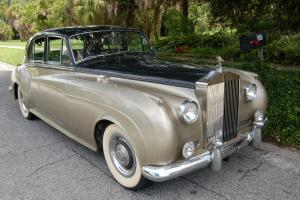 Bentley 1959 S Type V 8, with RR grill RR hubcaps, RR emblem on rear bumper, Photo