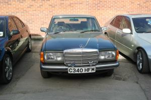 MERCEDES 200 W123 VERY LOW MILEAGE MINT CONDITION 1985 GREEN