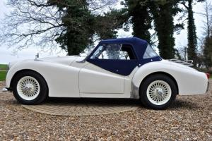 TRIUMPH TR3 WHITE  Photo