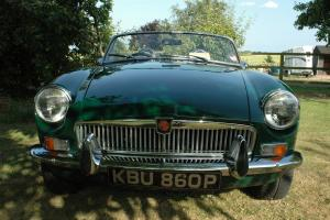 1975 MGB Roadster in British Racing Green  Photo