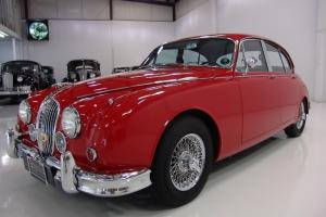 1966 JAGUAR MARK II 3.8 SALOON, POWER STEERING, STAINLESS STEEL WIRE WHEELS! Photo