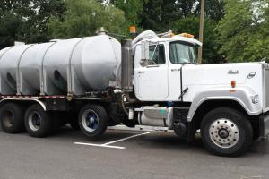 WATER TRUCK 1989 Mack Superliner RW713