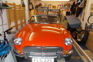 1977 MG B ORANGE  Photo