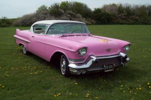 1957 CADILLAC PINK/WHITE