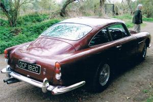 ASTON MARTIN DB5 Dubonnet Red